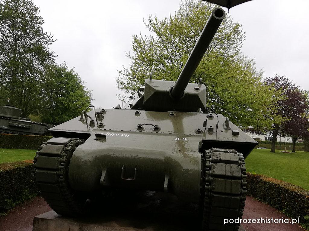 Churchill Crocodile, M10 Wolverine, Hetzer, M4A1 Sherman,